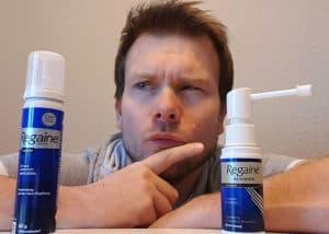 Die Anwendung des Regaine Schaums klappt einfach und schnell. Gefühlt bleibt jedoch viel in den Haaren zurück.